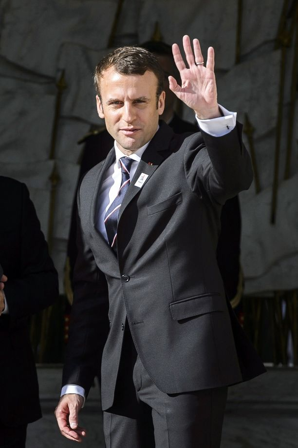 Emmanuel Macron vannoi virkavalansa sunnuntaina.