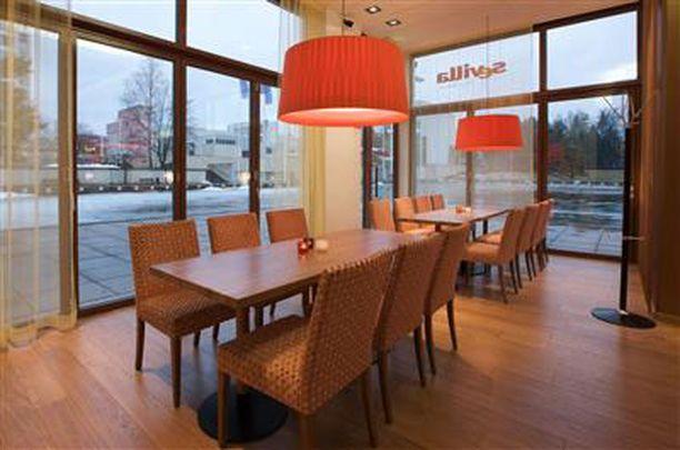 Espanjalaistyylisessä ravintolassa on 170 asiakaspaikkaa.