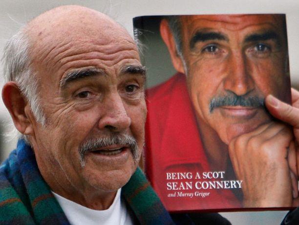 Sean Connery julkaisi omaelämäkertansa Edinburghin kirjamessuilla.