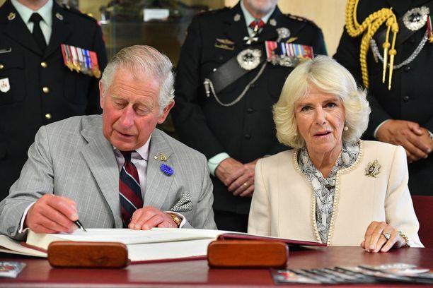 Nyt Charles ja Camilla nähdään myös Britanniassa uskottavana tulevana kuningasparina.