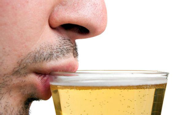 Erityisen paljon kokemuksia kollegan liiallisesta juomisesta on johtajilla.