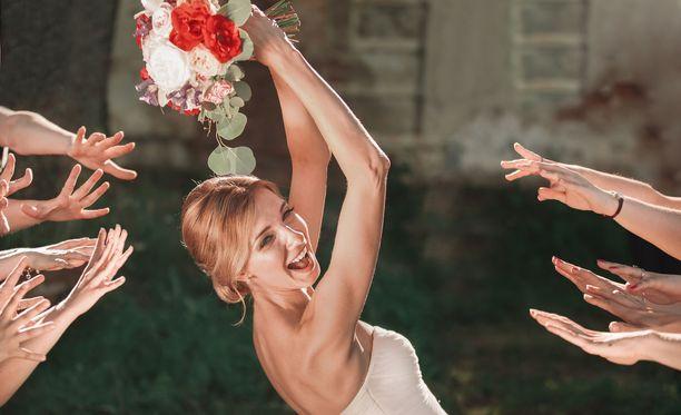 Hääkimpun heittäminen seuraavan avioitujan selvittämiseksi on yhä harvinaisempaa huvia, koska solmittujen avioliittojen määrä väheni entisestään.