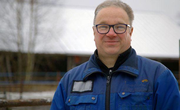 47-vuotias Timo työskentelee sähkömiehenä ja pitää hevostilaa.
