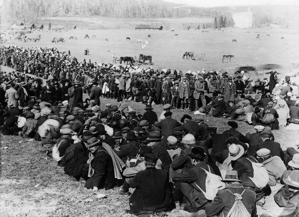 Fellmanin pellolla arvellaan olleen jopa 30 000 punaista, joita vangittiin Hennalaan.