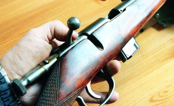 Kiteeläinen ampui pienet lapsensa pienoiskiväärillä, jonka piippu oli katkaistu. Kuvituskuva pienoiskivääristä.