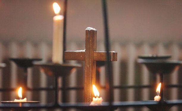 Uskonnollinen teema noussee esiin sukupuolineutraalista avioliittolaista ja koulujen uskonnonopetuksesta keskusteltaessa.