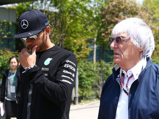 Lewis Hamiltonin ja Bernie Ecclestonen välillä on kipinöinyt jo pidemmän aikaan.