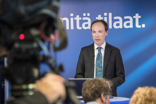 """Talvella Halla-aho pohdiskeli Iltalehdelle, että hän on valmis harkitsemaan presidenttiehdokkuutta, """"jos suurin osa puoluekentästä haluaa ehdokkaaksi juuri hänet""""."""