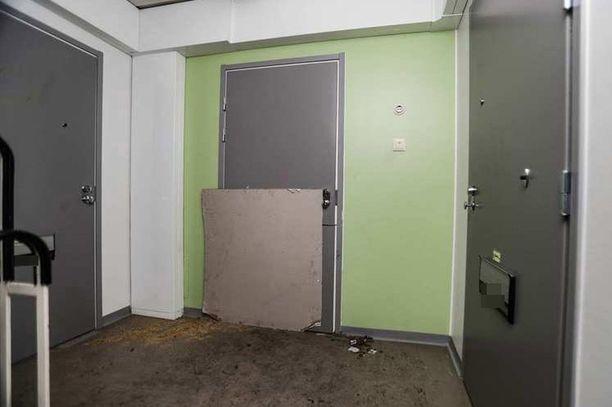 Ruumislöytö tehtiin tämän asunnon  oven takaa.