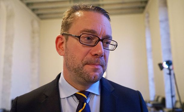 Stefan Wallin varoittaa, että ulkopuolelta yritetään vaikuttaa Suomen Nato-jäsenyyskeskusteluun.