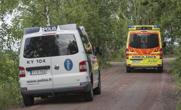 Crossimoottoripyöräilijä loukkaantui vakavasti ajauduttuaan ulos tieltä Kotkan Suulisniemessä.
