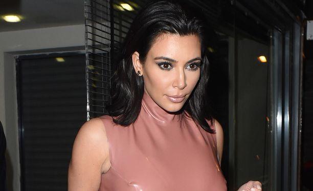 Vielä pari viikkoa sitten Kim oli näin tumma.