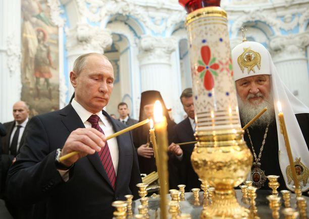 Venäjän presidentti Vladimir Putin ja patriarkka Kirill tukevat toistensa pyrkimyksiä vallassa.