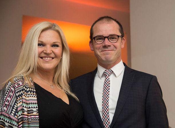 Kuvassa Nicke Raakel-vaimonsa kanssa vuonna 2015.