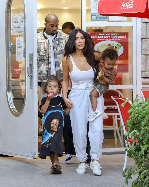 Kimin ja Kanyen perhe kasvaa uudella tulokkaalla ensi vuoden alussa.