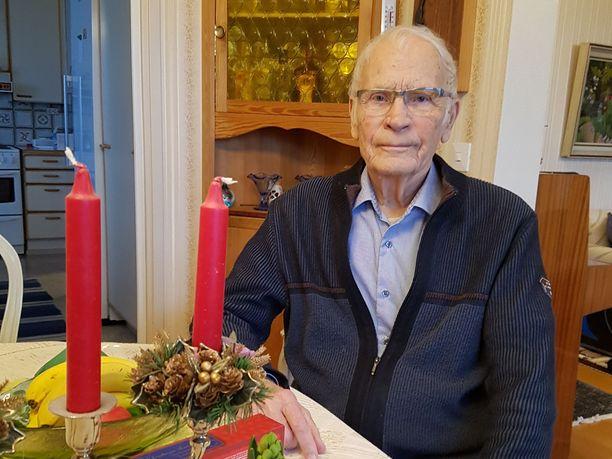 Risto Kiiskilä täyttää joulun alla 94 vuotta. Hän on harvoja vielä elossa olevia sotavankeja.