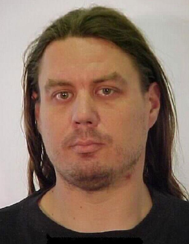 Hannu Syrjänen on 188 cm pitkä ja vartaloltaan keskiverto.