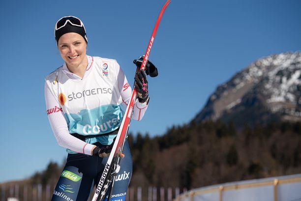 Maaret Pajunoja toimii suksitestaajana Oberstdorfin MM-hiihdoissa.