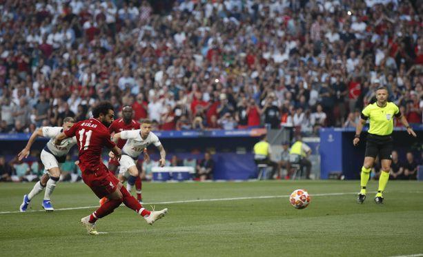 Mohamed Salah laukoi voittomaalin rangaistuspotkusta.