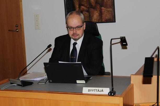 Syyttäjä Janne Kangas vaatii Hakkaraiselle sakkoja.