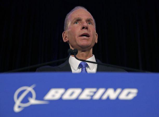 Huhtikuussa Boeingin toimitusjohtaja Dennis Muilenburg puhui Chicagossa lehdistötilaisuudessa, jossa yrityksen johdolle esitettiin kysymyksiä 737 Max -koneiden kriisistä.