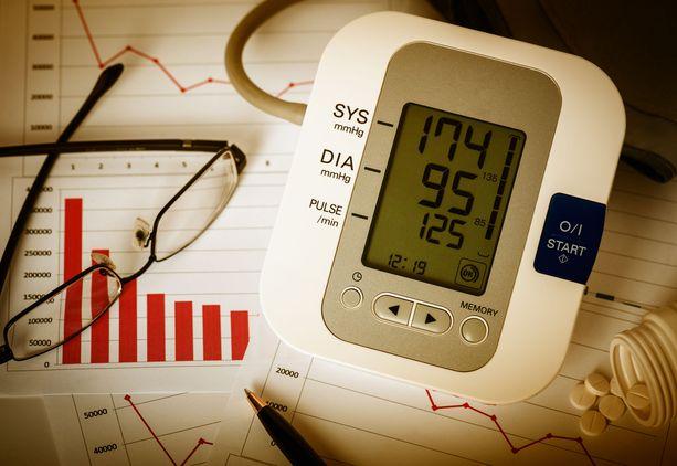 Jos verenpaine on koholla, kotona itsetehdyt mittaukset kuuluvat hoitoon.