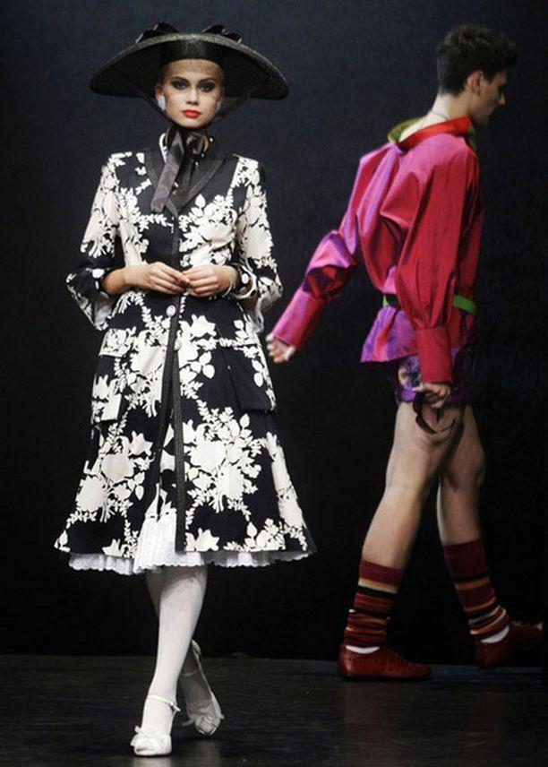 Slava Zaitsev loi lolita-vaikutteita aikuiselle naiselle.