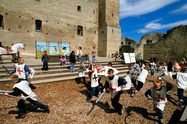 Keskiaikatunnelmia Rakveren linnassa.
