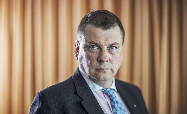 EK:n Ilkka Oksala kritisoi SAK:n mielenilmausta.