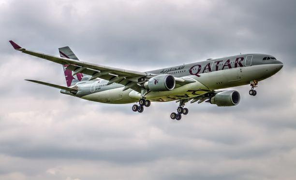 Qatar Airwaysin lento Dohasta Balille joutui tekemään ylimääräisen laskun Chennaihin Intiaan vaimon riehuttua koneessa.