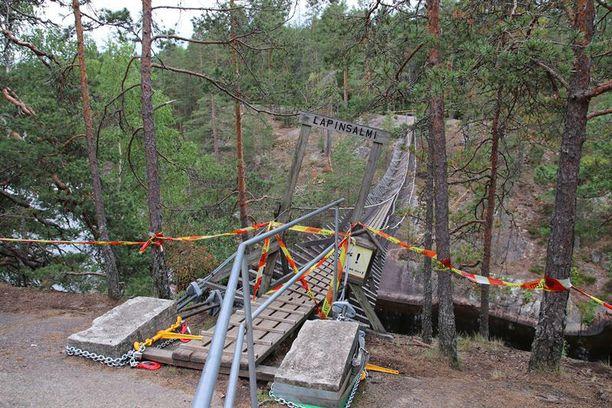 Repoveden Lapinsalmen sillalla oli onnettomuushetkellä kahdeksan retkeilijää, joista kaksi oli lapsia.