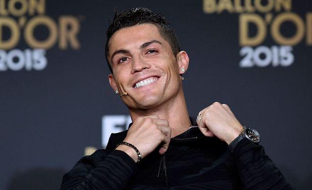 Cristiano Ronaldo haaveilee tiettävästi suurperheestä.