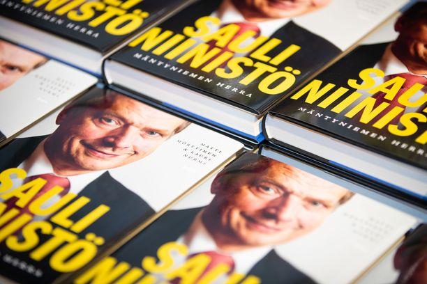Lauri Nurmen ja Matti Mörttisen Niinistö-kirja ilmestyi elokuussa.