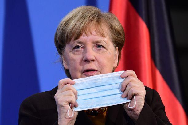 Angela Merkel aikoo keskittää valtaa Berliiniin.