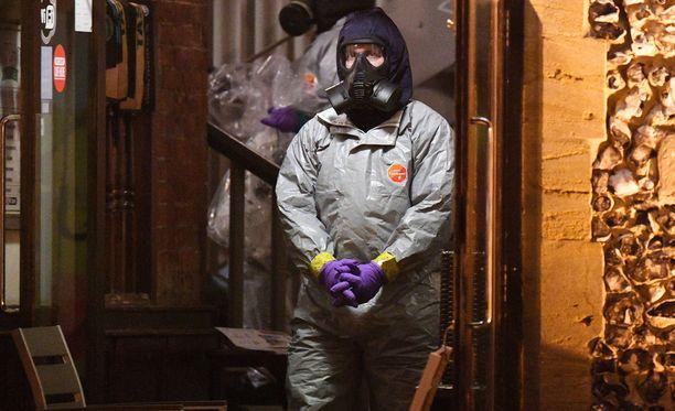 Rikostutkijat tutkivat maaliskuussa Mill-pubia, jossa Skripalit kävivät ennen kuin vaipuivat hermomyrkystä koomaan.