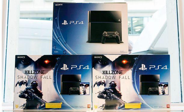 Pariisin viimeiset kaupan hyllyltä löytyneet Playstation 4 -pelikonsolit laitteen julkaisun aikaan vuonna 2013.