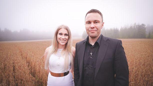 Kristiina Brask ja Ossi Jauhiainen työskentelevät yhdessä gospel-musiikin parissa.