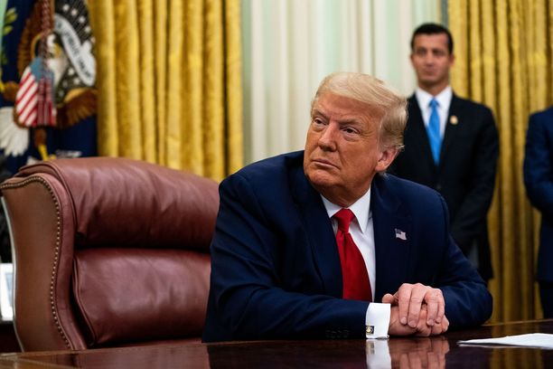 Yhdysvaltain presidentti Donald Trump työhuoneessaan Valkoisessa talossa 15. heinäkuuta.
