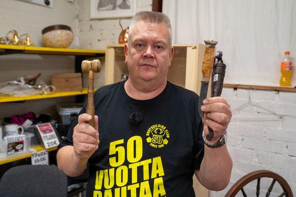 Aki Palsanmäen paita kertoo synttärisankarin iän.