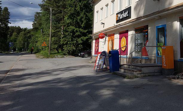 Poliisi ja ambulanssi hälytettiin käsirysyn jälkeen Nokian Linnavuoren K-marketille.