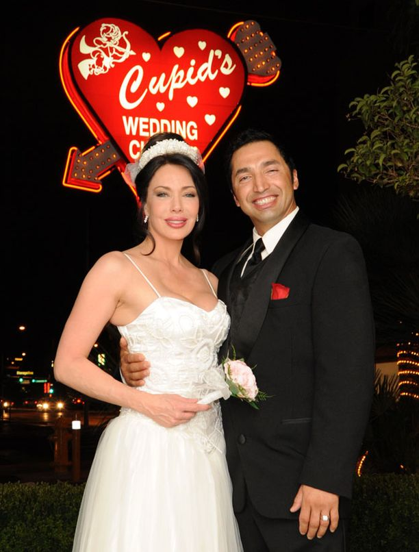 Kauniiden ja rohkeiden Hunter Tylo nai miesystävänsä marraskuussa 2009.