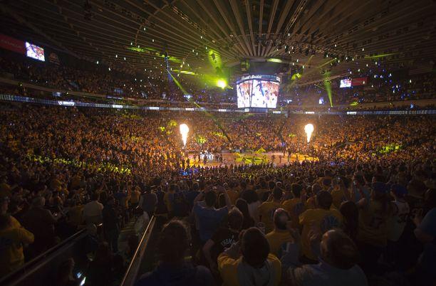 Oracle-areenalle mahtuu koripallo-otteluissa 19 596 katsojaa.