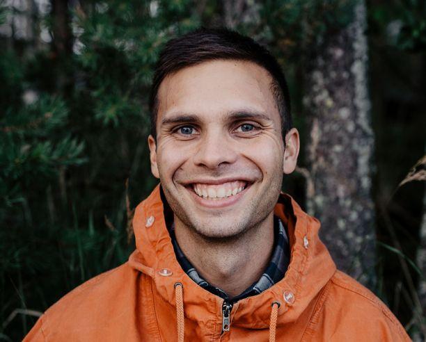 Niko Mäenpää on pystynyt ostamaan asunnon ja auton ilman lainaa. Muuten suuret tulot eivät ole näkyneet hänen elämässään.
