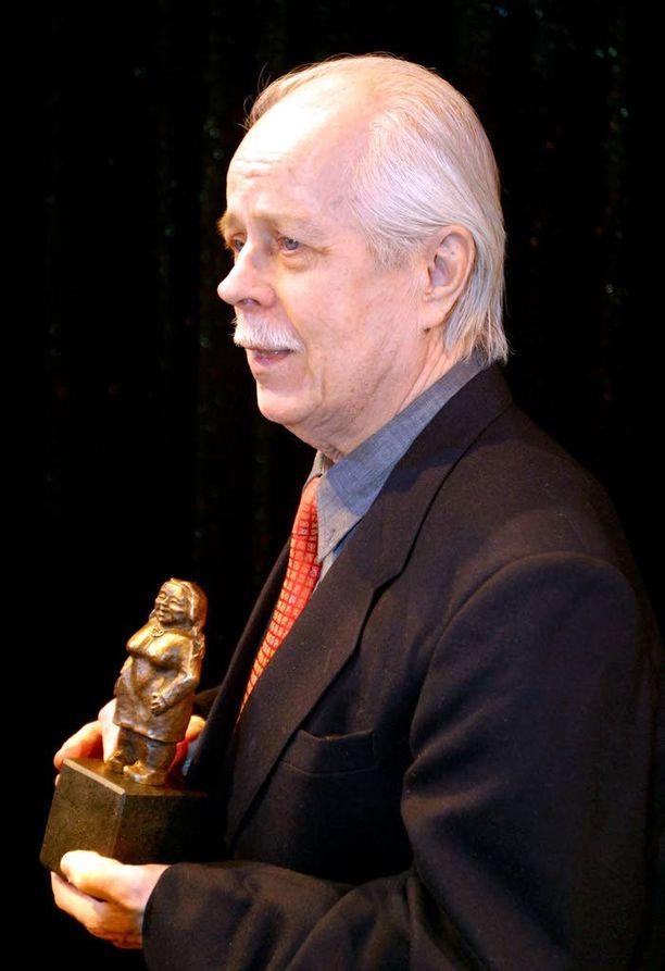 Kuvanveistäjä Salminen suunnitteli vuoteen 2003 saakka käytössä olleen Venla-patsaan.