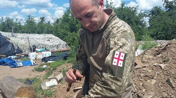Georgialainen Johnny haluaa taistella ukrainalaisten rinnalla, koska Ukraina on tukenut Georgiaa Venäjän aggression alla.