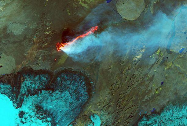Pilvisyyden takia Islantia on vaikea kuvata avaruudesta. Tällä kertaa astronautti onnistui kuitenkin ikuistamaan laavakentän jään ja tulen maassa.