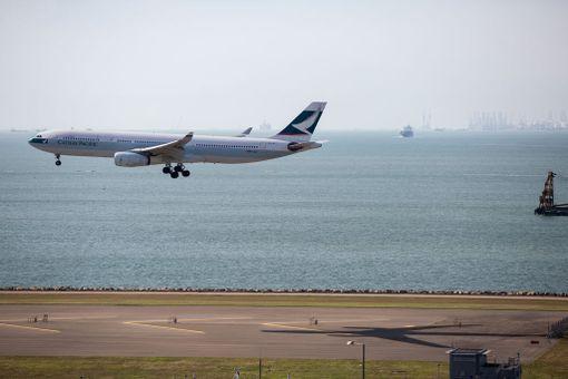 Honkongin lentoasema on rakennettu keinotekoiselle maaperälle.