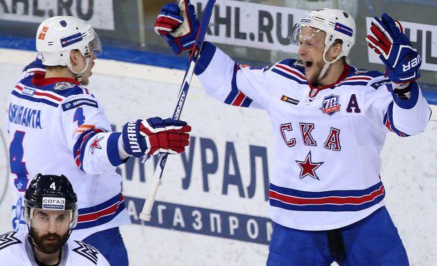 Jarno Koskiranta (vasemmalla) oli iso osa SKA:n mestarijoukkuetta.