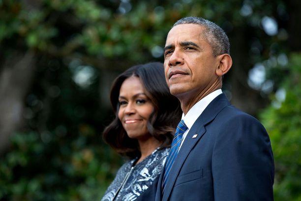 Barack ja Michelle Obama eivät peittele rakkauttaan.