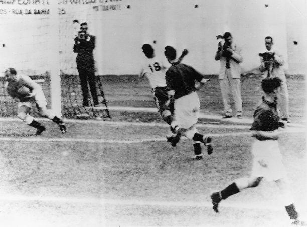 Englanti osallistui MM-kisoihin ensimmäisen kerran vuonna 1950. Törmäys USA:n kanssa löi kisakäynnin historiaan.